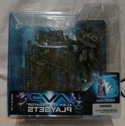 McFarlane Toys 2005 AVP Playset Predator with Base Action Fi