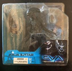 ALIEN VS PREDATOR BATTLE ALIEN Figure McFarlane Toys New