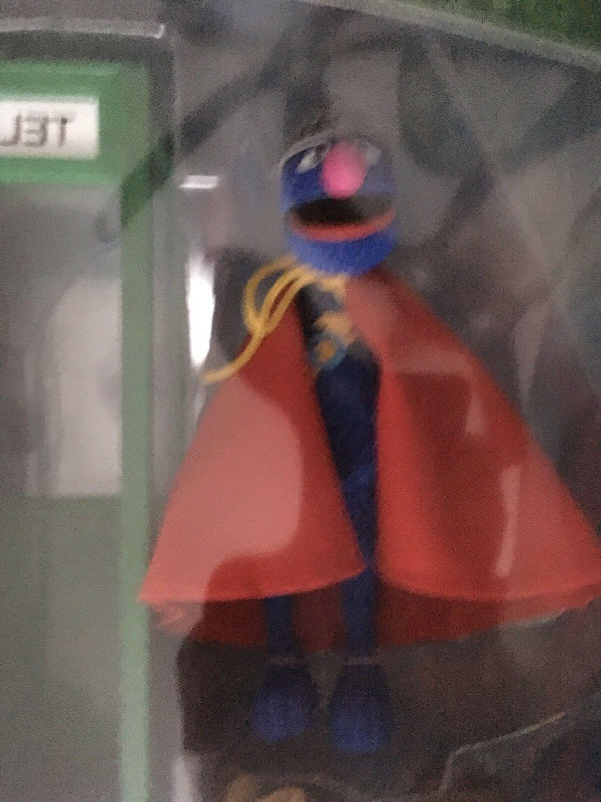2005 Toys Exclusive: Sesame SUPER GROVER MIB