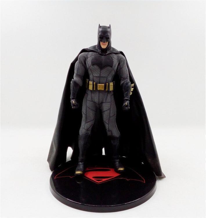 <font><b>Mezco</b></font> DC <font><b>Batman</b></font> Collectible Model
