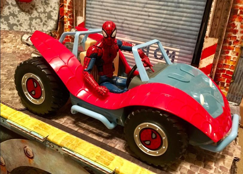 Disney Action Figure The Spider-Mobile & Spider-Man