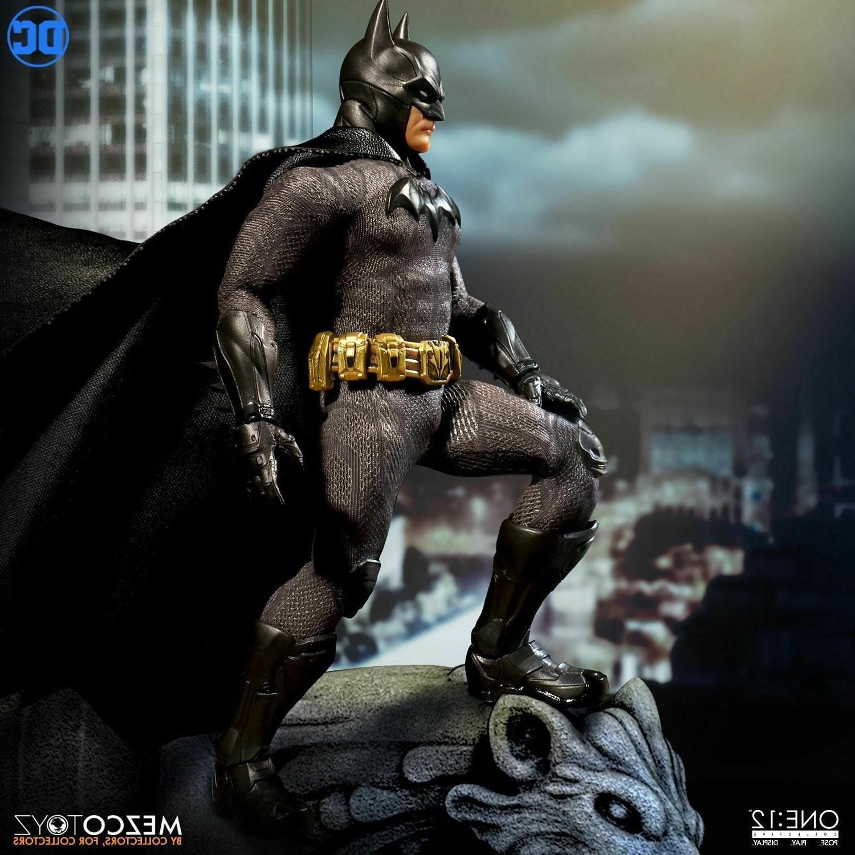 Mezco One:12 Collective Batman Sovereign Knight Figure STOCK