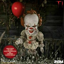 Mezco Toys It Pennywise Deluxe Stylized 6-Inch MDS Action Fi